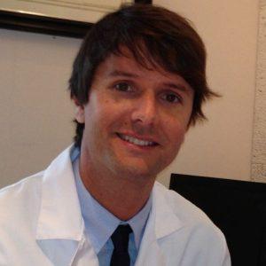 Dr. Alex Hugue. Cirujano en IQL